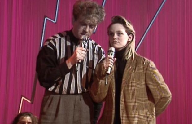 """Vanessa Paradis chante """"Joe le Taxi"""" au Jacky Show le 1er janvier 1988"""