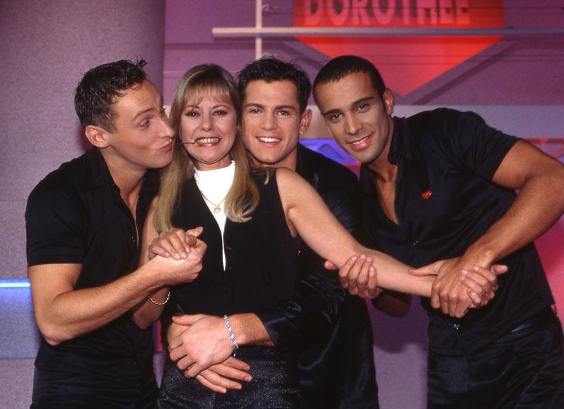 Dorothée-entourée-des-2-be-3-en-1996