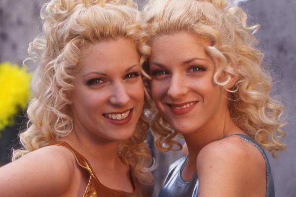 Les Jumelles de Premiers Baisers Christine et Stéphanie