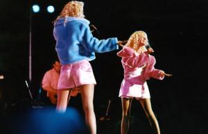 Les Jumelles de Premiers Baisers sur la scène de Bercy pour le Méga Jacky Show